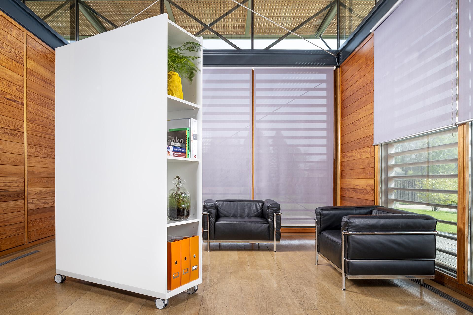 ThinkingWall Stor whiteboard with storage